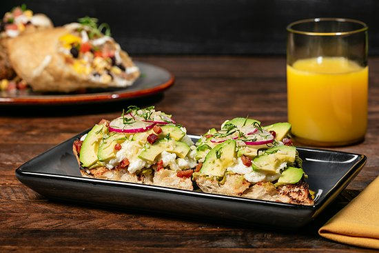 Bear Springs Hotel: Avocado Toast available at Bear Springs Bistro & Lounge.