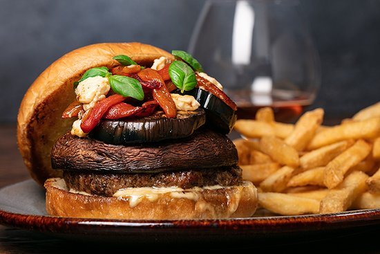 Bear Springs Hotel: Grilled Portobello Burger available at Bear Springs Bistro & Lounge.
