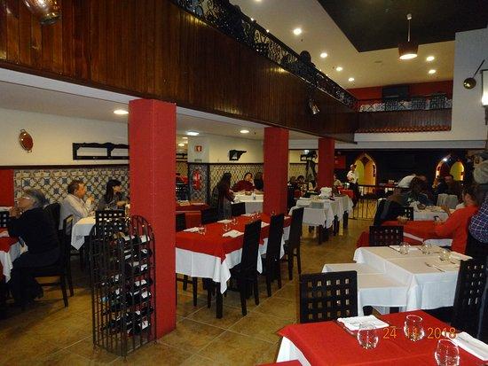 Restaurante Abadia Do Porto: На 3-х уровнях разные залы и кабинеты