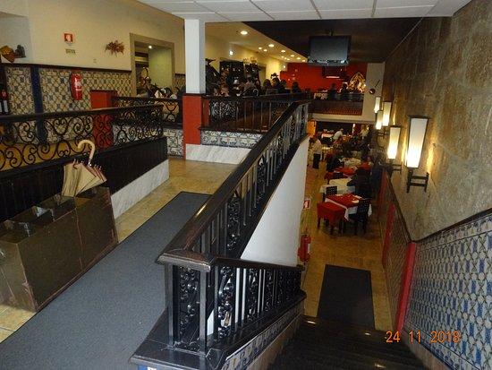 Restaurante Abadia Do Porto: Найти место непросто,поскольку местные обожают здесь бывать с семьями и друзьями