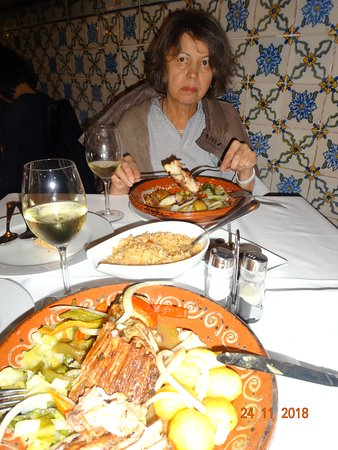 Restaurante Abadia Do Porto: Роскошная баранина у меня и рыбка у супруги