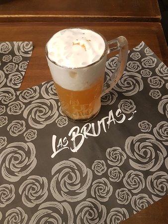 Chopp Las Brutas, drink com cachaça, maracujá e espuma de gengibre