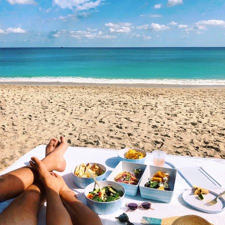 Good things come... to those who book flights ✈️ ✈️✈️  ~~~~~ Starting our Winter travels with lunch bites on the beach