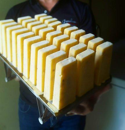Guanalettas Helados Artesanales: Mango Sour! Nuestra Paleta de Mango, Maracuyá y Yogurt Natural