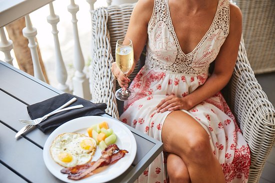 Hotel Bella Grace: Enjoy your meals on the patio