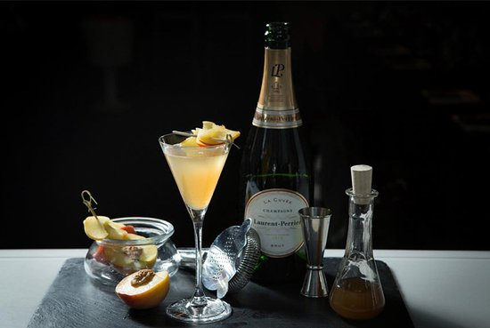 LOFT : Peach Fizz Cocktail
