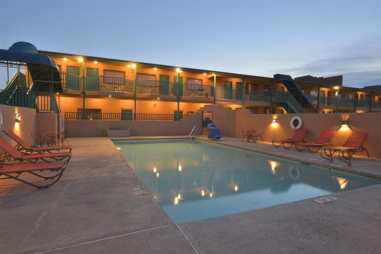 Clayton, NM: Outdoor Pool View at Dusk
