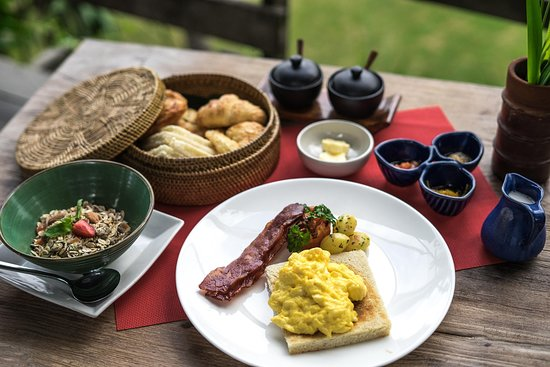 WakaGangga: Breakfast at Waka Bar & Restaurant