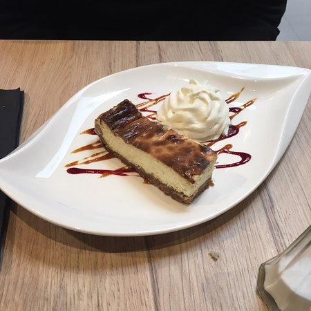 Your's: Quelques entrées, plats et desserts. Un délice.