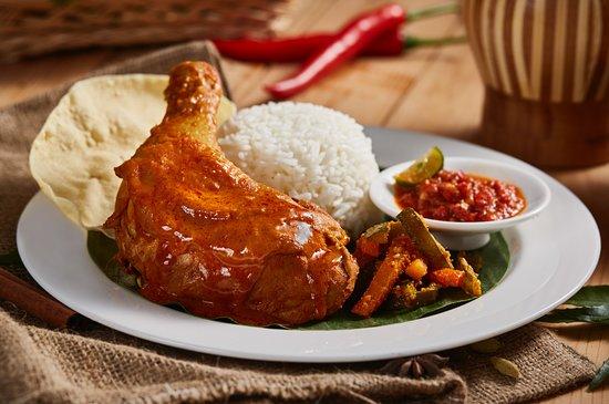 Halal Food Enak Di Universal Studio Singapore Ulasan Marty S Casa Del Wild Food Court Pulau Sentosa Singapura Tripadvisor