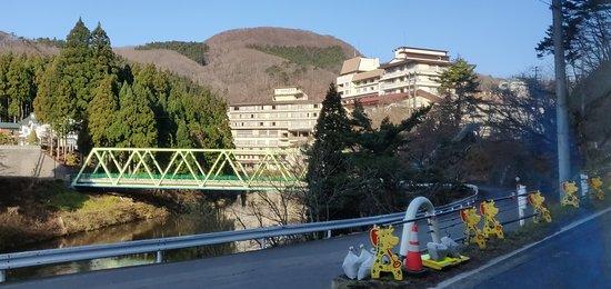 Yunomori Hotel Shidotaira: 遠處回望志戶平飯店