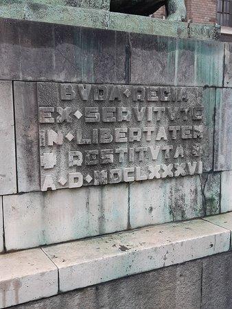 Inscription sur le socle