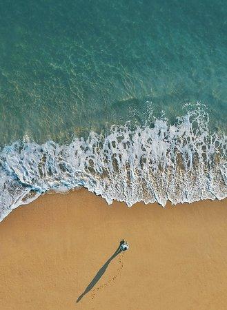 Newport Beach, Californien: Ho un brutto vizio, lo confesso: mi piace mettermi lì, davanti al mare, chiudere gli occhi e sognare