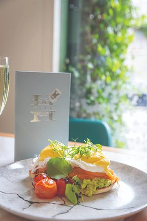 Brunch, Lunch, Dinner & Drinks at Hyde Bar & Gin Parlour. Stocking over 500 Gins.