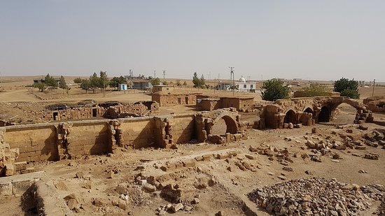 Harran, Türkei: View of the Han from above the front gates