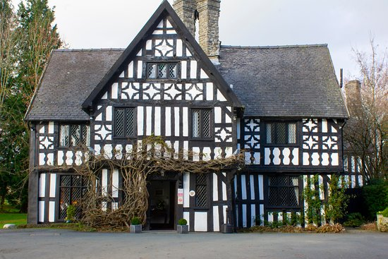 Caersws, UK: The front entrance of the Maesmawr Hall Hotel