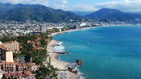 Puerto Vallarta, México: Would you like to be sitting in a nice restaurant in front of the beach drinking a nice cocktail??   We can make this and more possible for you!!! Let us consent you.