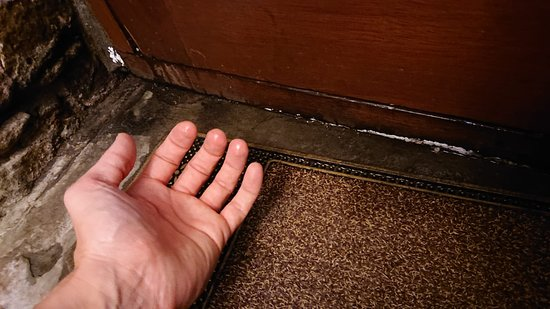 Cwmbach, UK: Leaking front door, soaked floor mat and constant dripping.