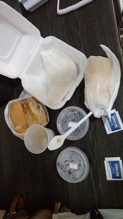 Lajedo, PE: Nosso café da manhã que foi servido no quarto às 9:00 da manhã!