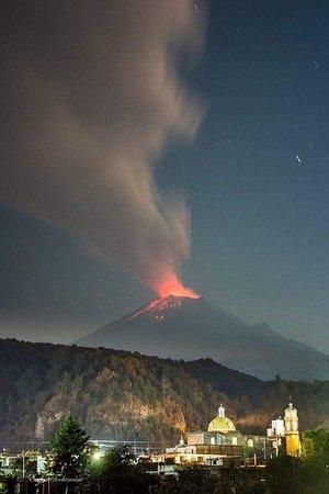 Popocatépetl, il vulcano  visto da Cholula