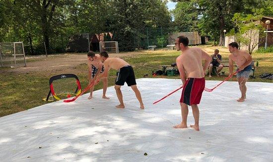 Шпреевальд, Германия: Trendsport Sommerhockey -ein Spaß für 4-12 Personen Die Anlage ist mobil und in der gesamten Spreewaldregion verfügbar.