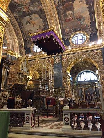 La Valeta, Malta: View of the altar.