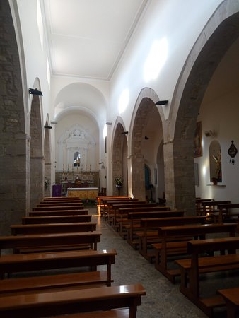 Monteverde, Italie : La navata centrale