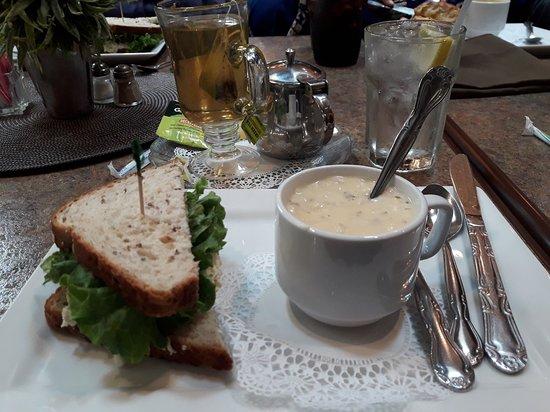 Godfrey, IL: Soup n sandwich