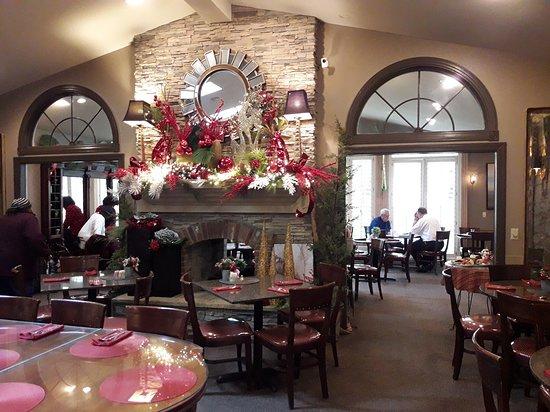 Godfrey, Илинойс: Holiday Fireplace Decor