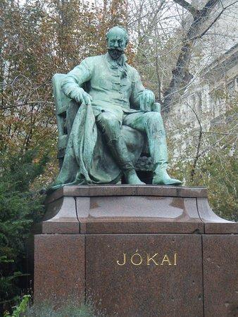 Jókai Mór Sculpture