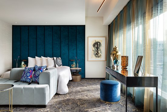 SO Lofty suite bedroom