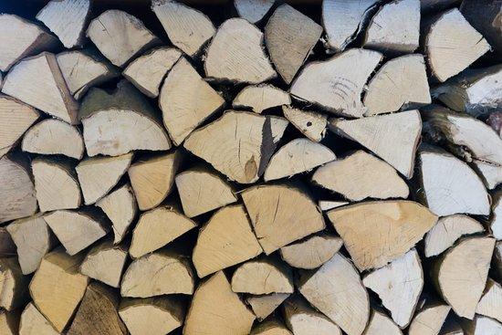 Meinerzhagen, Германия: Der Holzofen wird lediglich mit gutem Buchenholz vertrieben.