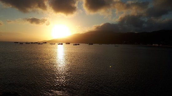 Zimbros Beach: Lindo por do sol no restaurante berro d agua