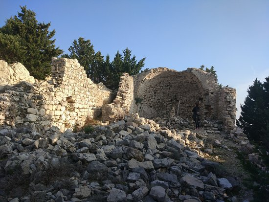 The Early-Byzantine Fortification of Sv. Kuzma and Sv. Damjan