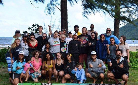 Mahina Hawaii Adventures: A group photo with Beccy and Ryan!