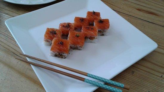 Battera de salmão crocante por dentro