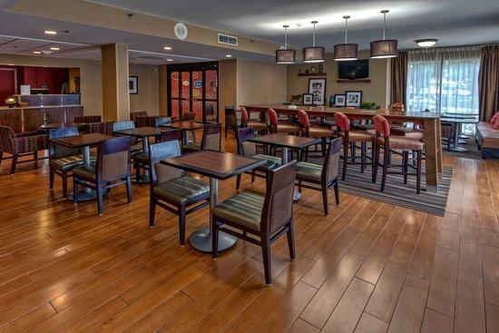 Hampton Inn Raleigh/Cary: Our Lobby
