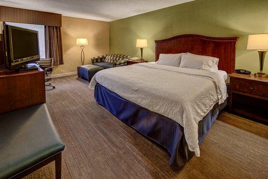 Hampton Inn Raleigh/Cary: Standard King room