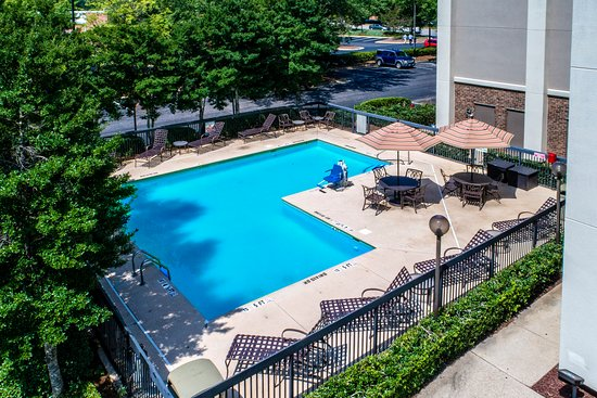 Hampton Inn Raleigh/Cary: Our refreshing pool