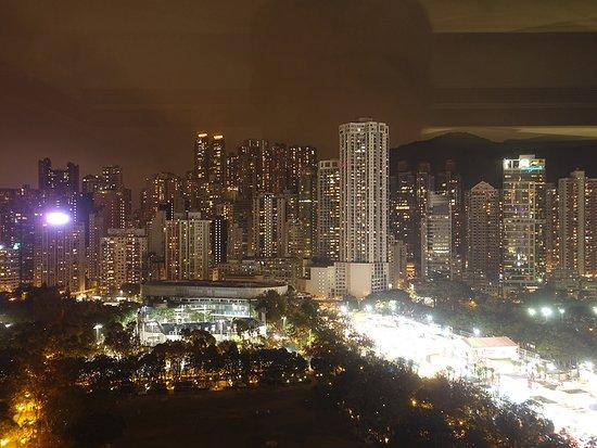 The Park Lane Hong Kong, a Pullman Hotel: Ausblick vom Zimmer by night