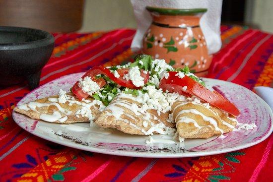 Nuevo Leon, المكسيك: Empanadas mixtas Huitlacoche, Flor de calabaza, champiñones