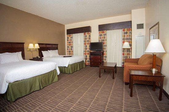 Hampton Inn Suites Valdosta Conference Center: Guest room