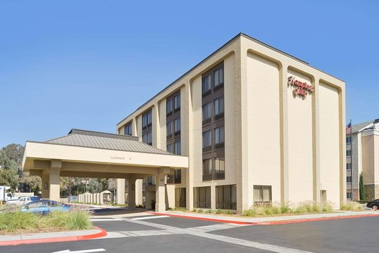 Friends and Family Discount - Review of Hampton Inn Los Angeles