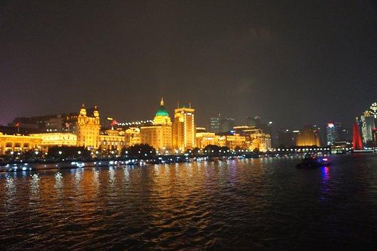 InterTrips: Shanghai at night