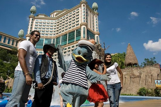 Day Trip Sunway Lagoon Theme Park med...