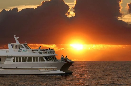 Lahaina Sunset Dinner Cruise a bordo...