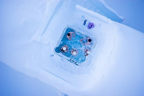 Arctic Forest Sauna and Hot Tub with...