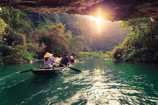 您可以在Bai Dinh Pagoda和Trang An石窟享受大自然的美丽