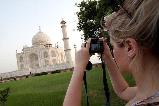 从德里乘车前往泰姬陵,阿格拉堡和婴儿泰姬陵的全包阿格拉一日游