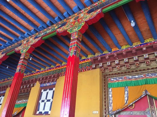 Tibet World Travel: Beautiful colours of the monastery